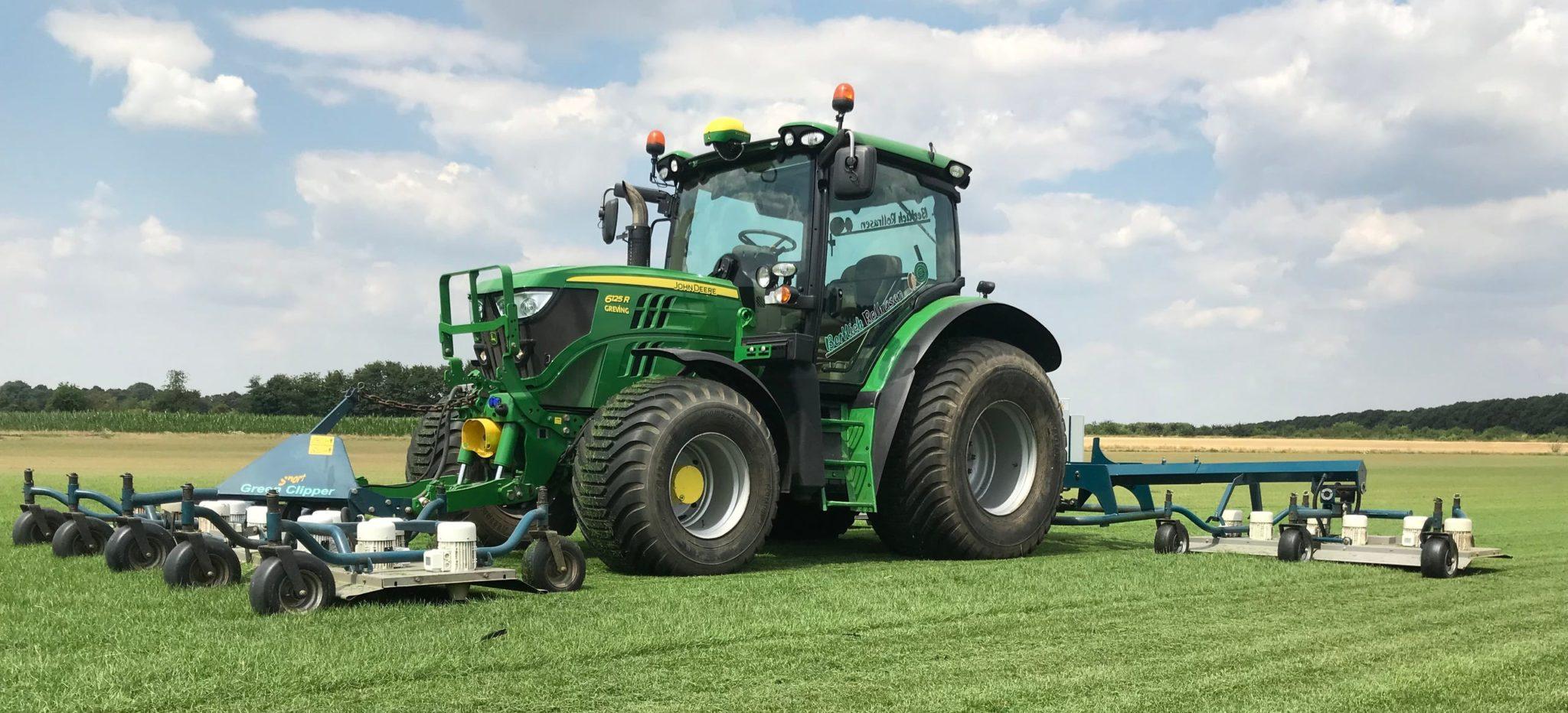 John Deere Rasenschnitt auf dem Rollrasen - Rasenmäher XXL